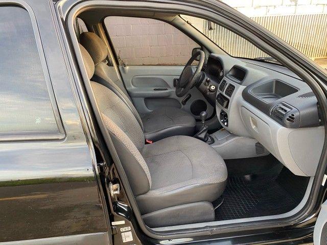 Renault Clio HATCH  1.0 16v.Flex 4p manual  Ano 2009 modelo 2010 Gasolina e álcool  preto  - Foto 12