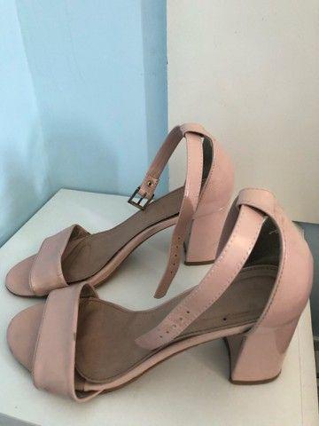 Vendo sandália por ótimo preço!!
