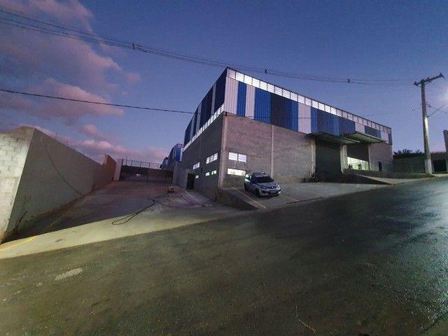 Alugo galpão industrial  750m2 com Doca / zupi 2 Santana de Parnaiba-SP km 44 Romeiros  - Foto 2