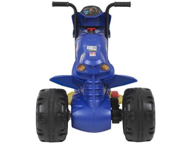Moto Elétrica Infantil 6V XT3 Azul - Bandeirante - Foto 4