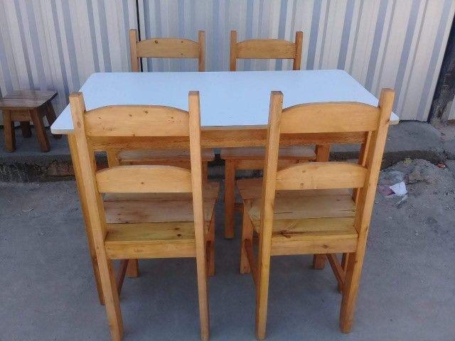 Jogo de mesa casa e comércio c/ 4 cadeiras, eucalipto. Envernizada, com garantia. Entrego. - Foto 4