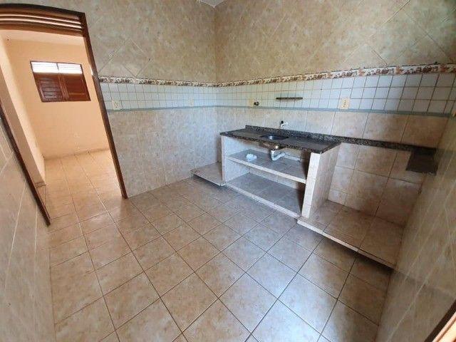 José Américo - Alugo casa com 2/4, toda gradeada. - Foto 4