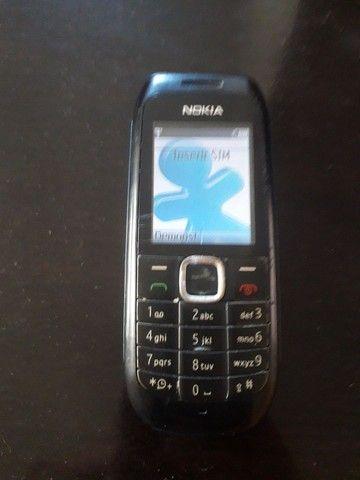 Celular simples Nokia Leia as descrições