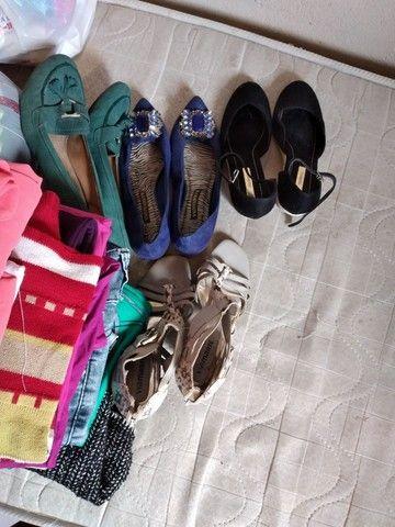 Lote com 41 peças de roupas  - Foto 3