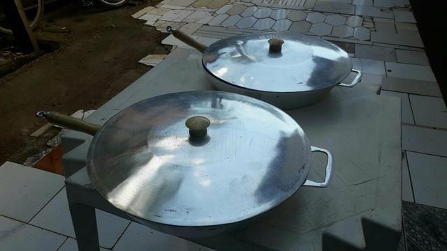 Frigideira grande de aluminio batido 39 cm boca