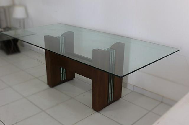 Vendo- Mesa 8 lugares R$: 2.200,00, e Armário Buffet R$:1.500,00