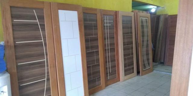 Porta de madeira e MDF