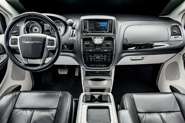 Chrysler Town & Coutry Limited - Foto 2