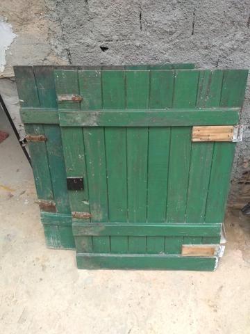 Vende-se uma porta de dois rolo boa toda