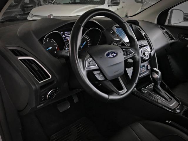 Ford Focus Titanium Fastback C/ Teto Solar 2.0. Branco 2016/2017 - Foto 7