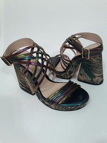 Sandália tiras coloridas Zara 34