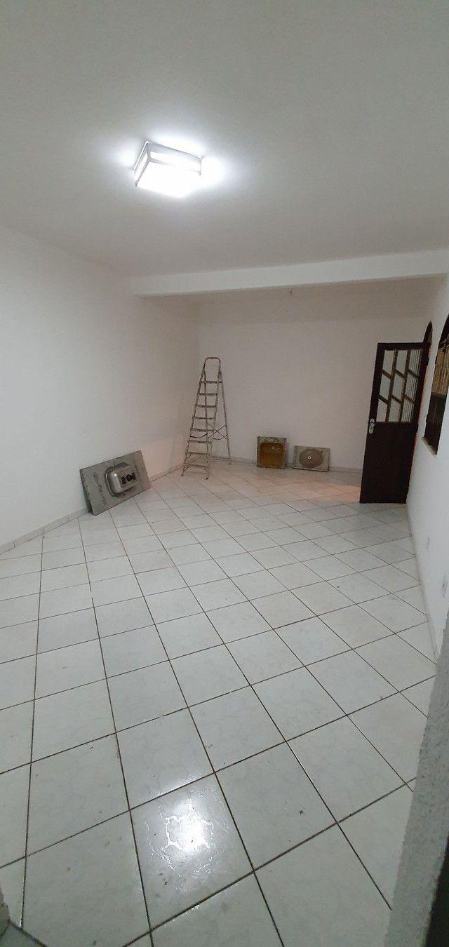Casa térrea com 2/4, sendo uma suíte em Itapuã, próximo à Av. Dorival Caymmi. - Foto 3