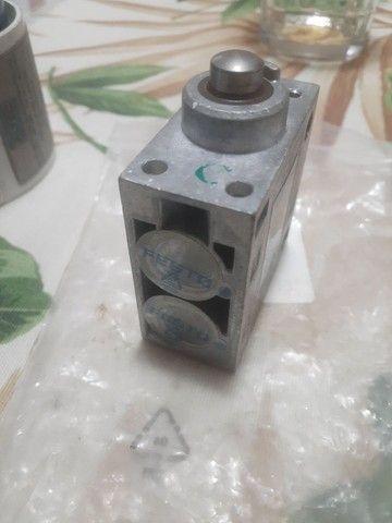 Válvulas de controle direcional / Válvulas mecânicas e operadas manualmente / V-3-1 / 4-B - Foto 4