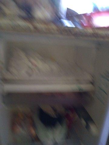 Vendo essa geladeira top funcionado 300 reais
