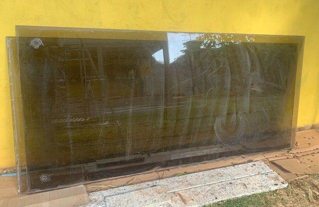 Vendo 2 vidros fumê  - Foto 2