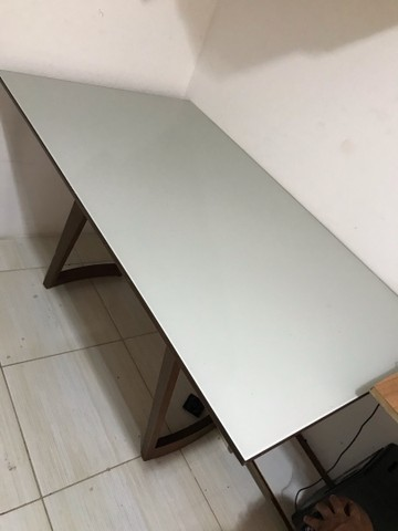 Mesa de Madeira com tampo de vidro