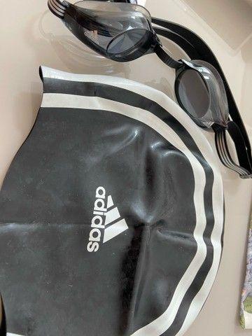 Óculos e toca de natação da Adidas