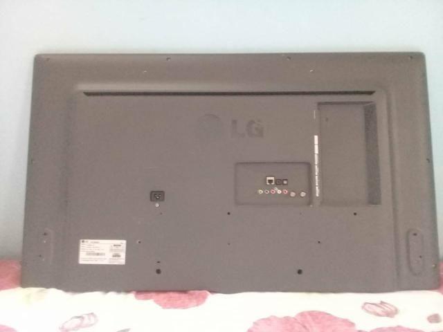 Vendo está TV com a tela quebrada, mas as peças estão boas - Foto 2