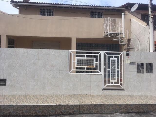 Casa 2/4 grande em Itapuã , 1o andar