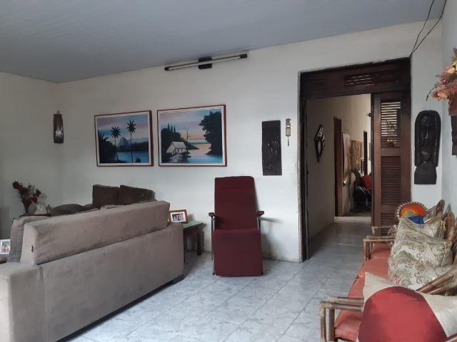 Casa na Av Waldir Diogo com 05 quartos e garagem pra 4 carros. Excelente imóvel - Foto 4