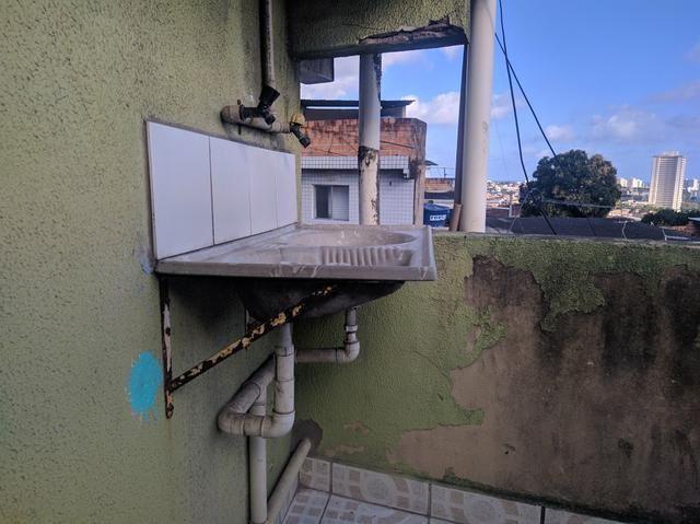 Aluga-se casa no tancredo neves (2° andar) - 400 reais - Foto 2