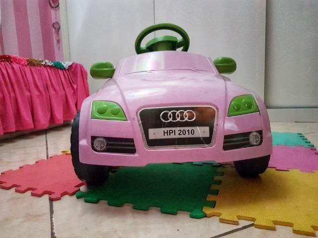 Carrinho a pedal infantil Audi TT rosa - Momeplay (usado em muito bom estado)