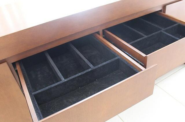 Vendo- Mesa 8 lugares R$: 2.200,00, e Armário Buffet R$:1.500,00 - Foto 5