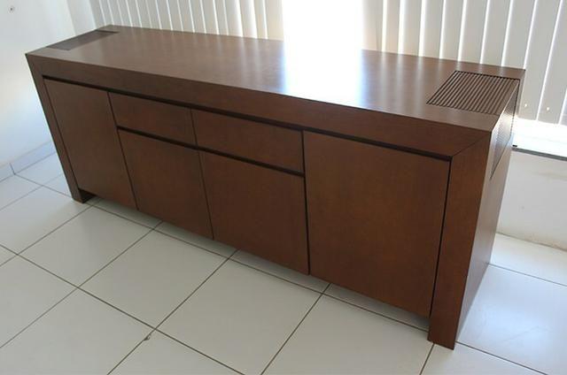 Vendo- Mesa 8 lugares R$: 2.200,00, e Armário Buffet R$:1.500,00 - Foto 3