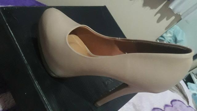 Sapato de salto alto Vizzano novo