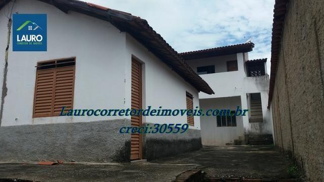 Área com 02 casas construídas, área do terreno com 220 m² no Bairro Funcionários