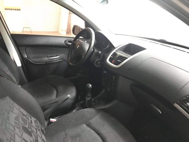 Peugeot 207 XR 1.4 ano 2011 Completo! - Foto 6