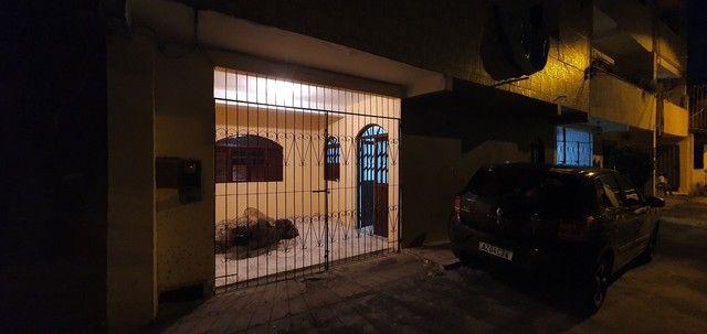 Casa térrea com 2/4, sendo uma suíte em Itapuã, próximo à Av. Dorival Caymmi. - Foto 2