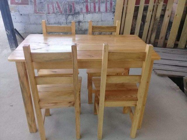 Jogo de mesa casa e comércio c/ 4 cadeiras, eucalipto. Envernizada, com garantia. Entrego. - Foto 2
