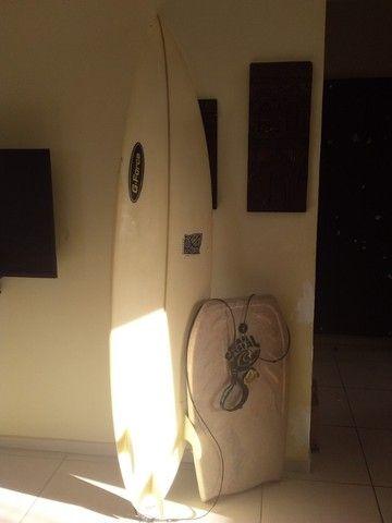 Vende-se prancha surf.