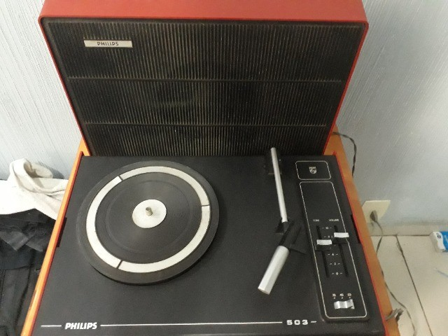 Vitrola Portátil Phillips 503 - Toca Discos - Foto 3