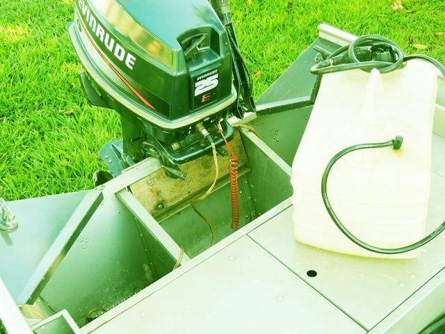 Conjunto canoa+carreta e motor 25hp