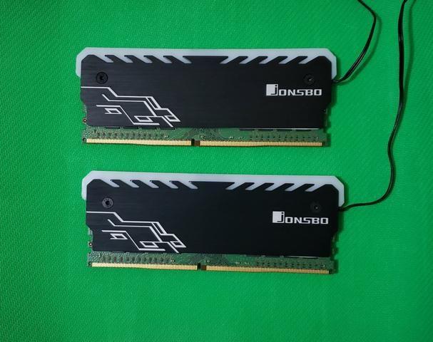 Memória RAM DDR4 RGB