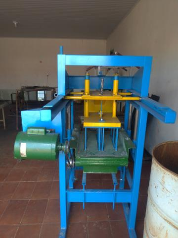Máquina de blocos e canaleta
