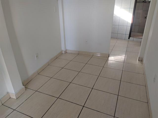 Aluga-se casa no tancredo neves (2° andar) - 400 reais - Foto 3