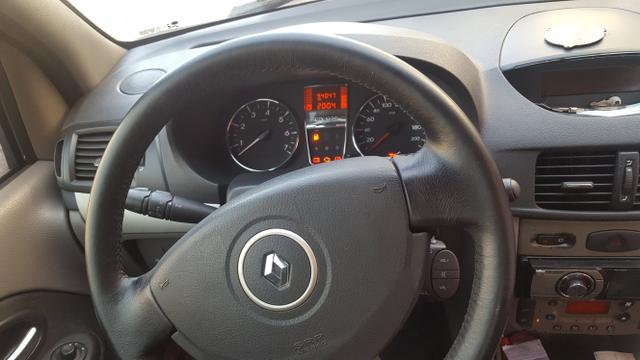 Renault Symbol 2011 - Foto 2