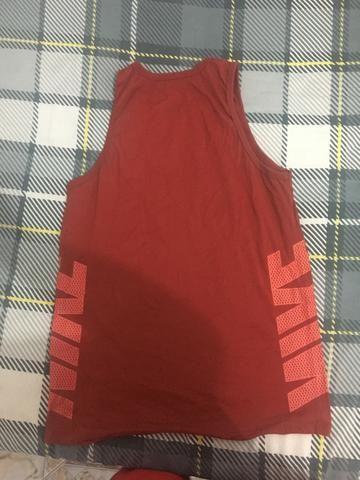 Camiseta Regata Vermelha Nike - Tam M - Foto 2