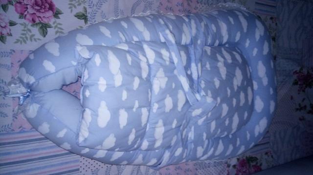 Ninho para bebê,com alças,detalhes de nuvens,super fofinho e aconchegante