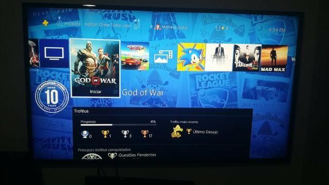 Playstation 4 impecável na caixa 2 controles - Foto 2