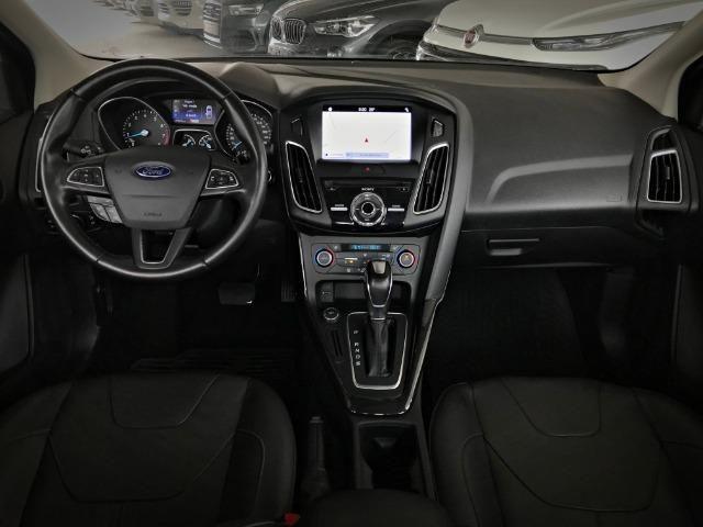 Ford Focus Titanium Fastback C/ Teto Solar 2.0. Branco 2016/2017 - Foto 5