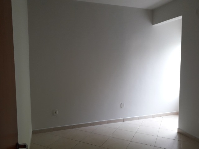 Aluga-se apartamento (tamanho casa). Condomínio incluso