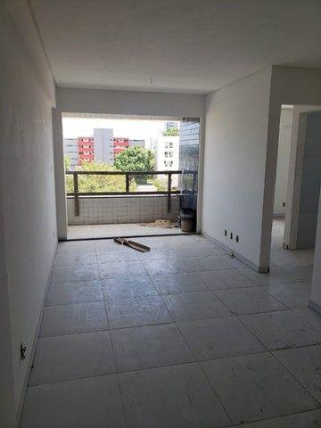EK   Confira apto - Edf. Moisés Rodrigues - 02 quartos (2 Suíte) + Varanda - Foto 19