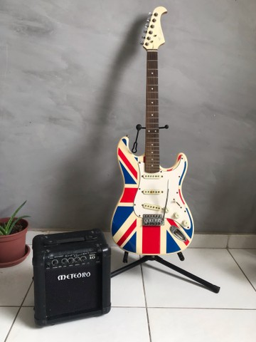 Guitarra Eagle + Amplificador Meteoro mg10
