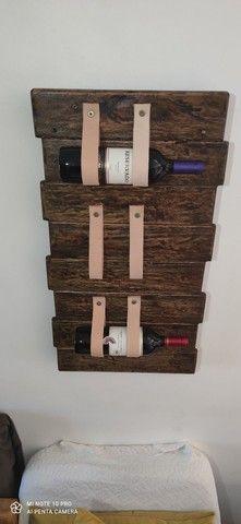 Porta vinho / tiras em couro - Foto 2