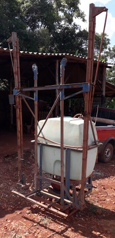 Pulverizador Berthoud 400 litros - Foto 5