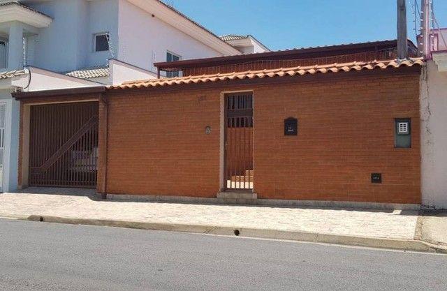 Aluga-se excelente casa com 4 quartos (sem datalhes) no Jardim America/Campolim